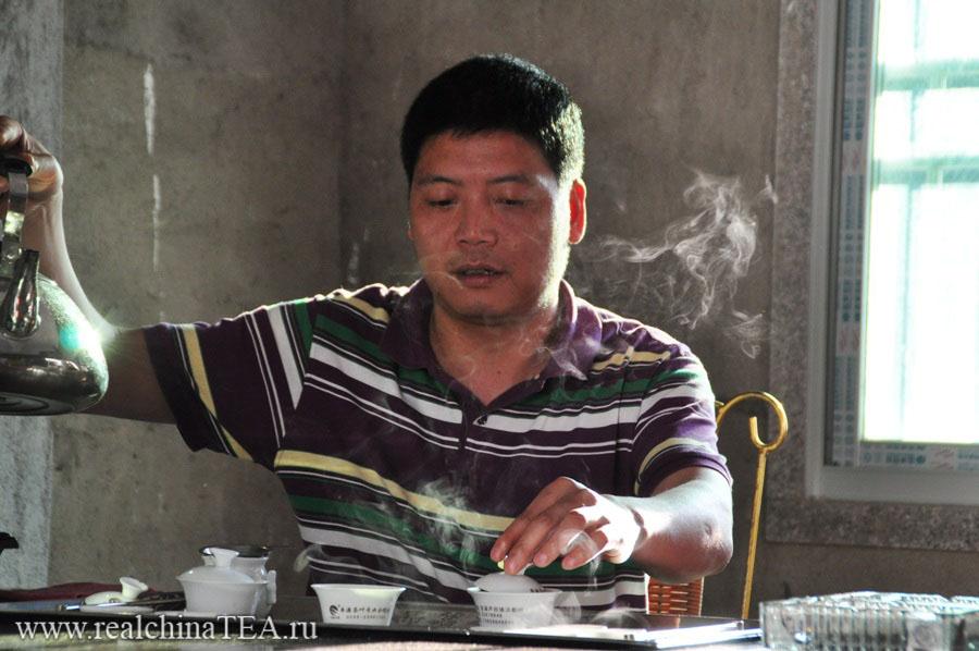 Начальник производства на чайной фабрике Тегуаньинь