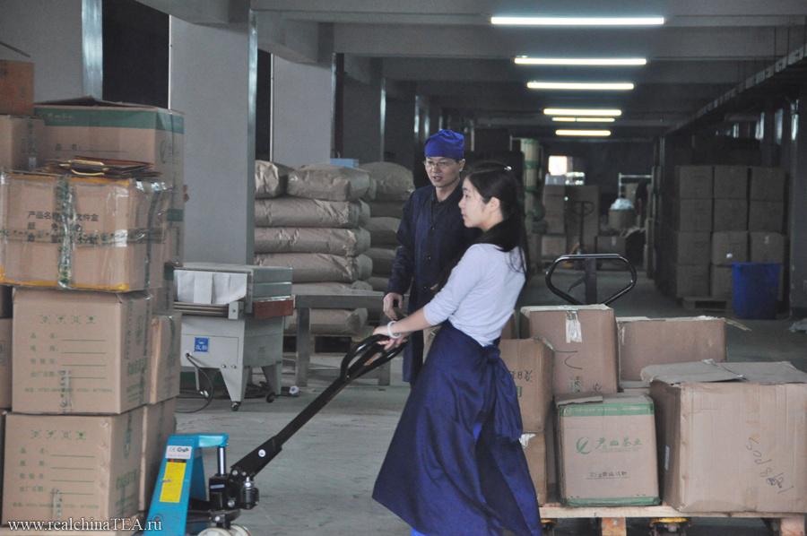 Поддерживать гигантский складской запас чая - это одна из основных компетенций компании.