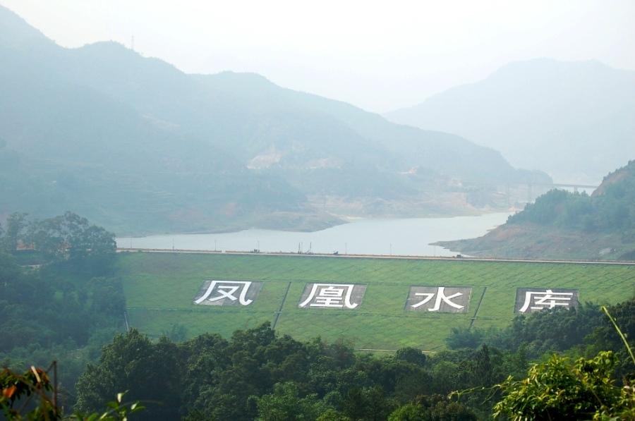 Горы Феникса. Они находятся в сорока километрах от города Чаочжоу.