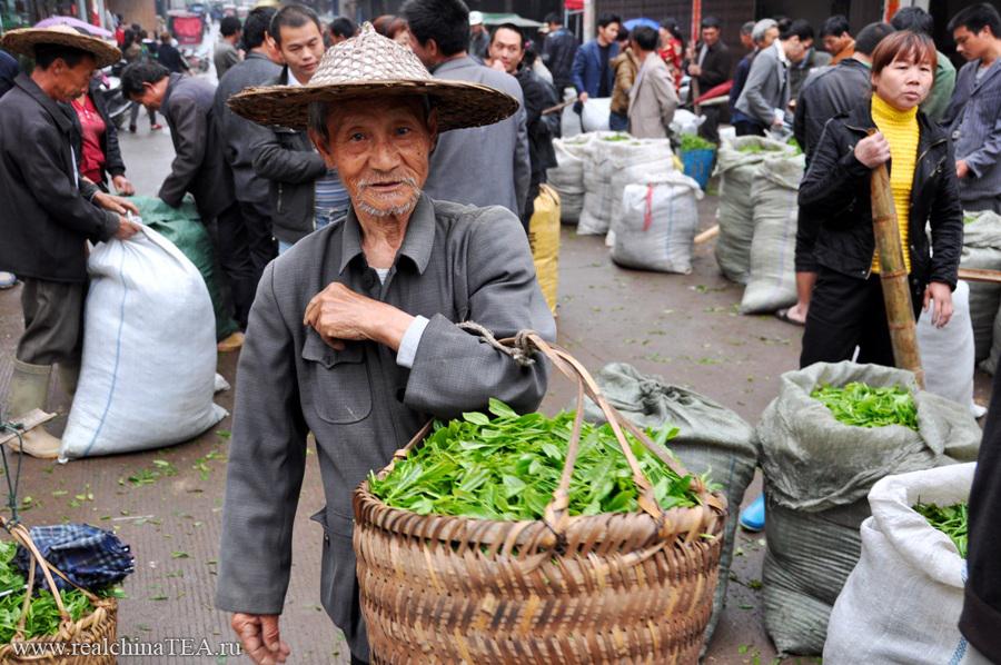 Старенький дедушка-фермер.