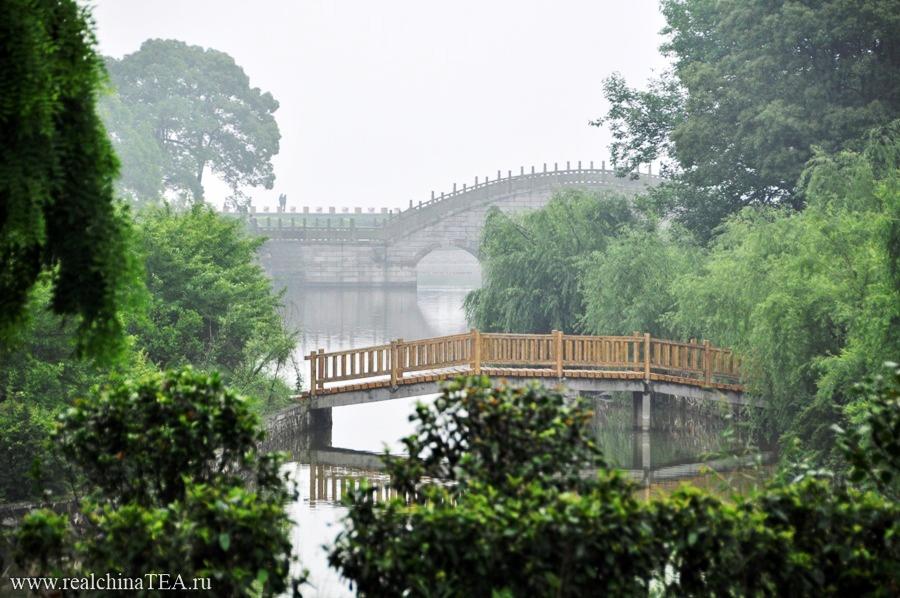 Это потрясающие по своей красоте места. Очень китайские. И очень классические.