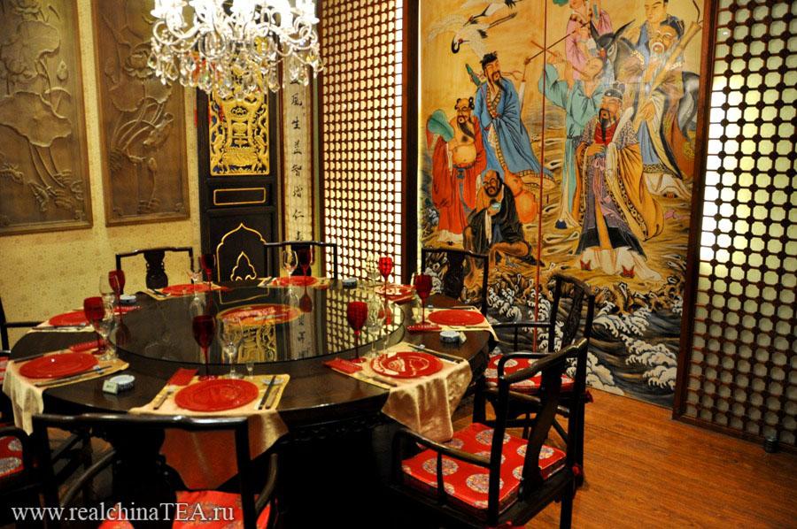 Роскошь классического китайского стиля. Это не музейные экспонаты. Сюда можно придти, пообедать и выпить чаю.