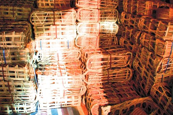 Это плетеные корзины для упаковки Пуэра. Большинство современных фабрик пользуется ими и по сей день.