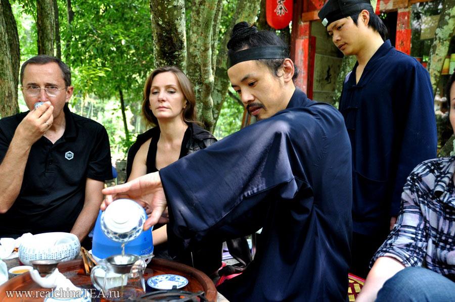 Дневной чай вместе с монахами.