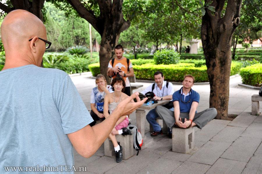 Игорь Середкин проводит чайные туры по Китаю