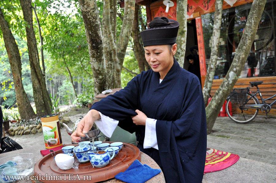 Чайная церемония вместе с монахами