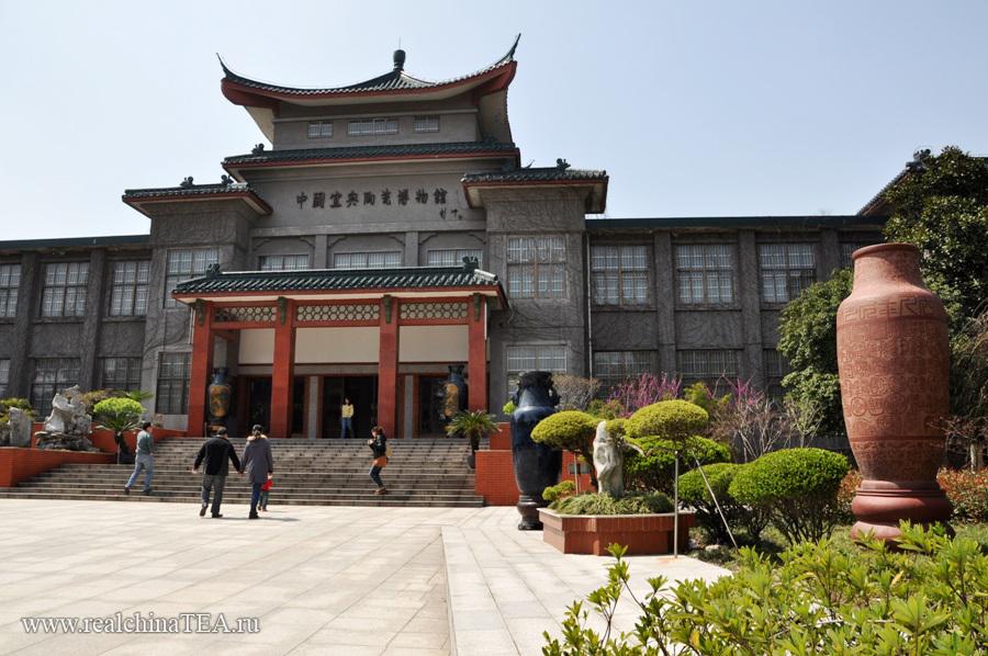 Музей чайников в Исине. Тут собраны работы известных исинских мастеров.
