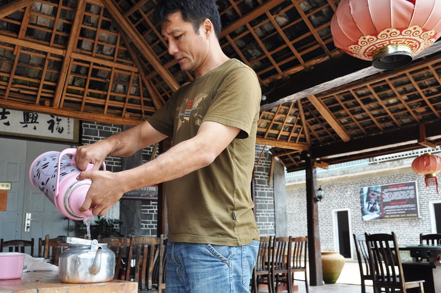 Не все в этом регионе заваривают Пуэр в исинских чайниках.