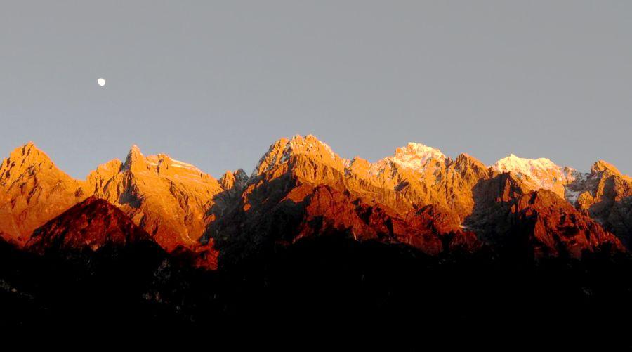 Потрясающие виды Юньнаньских гор. Мы пройдем от тропических джунглей до этих самых вершин.