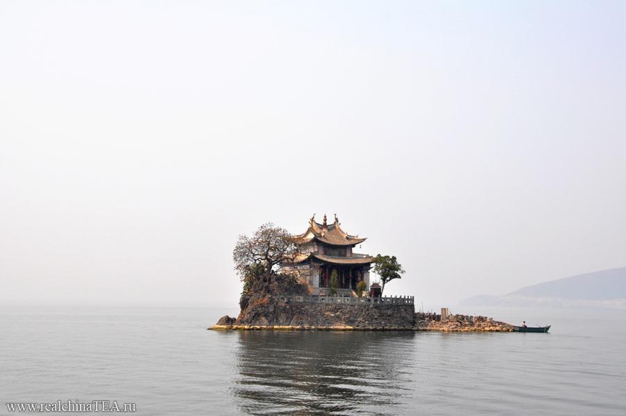 Озеро Эрхай в Дали. Одно из самых больших и самых чистых озер в Китае. Его протяженность - 42 километра. Берегов не видно. Никогда.