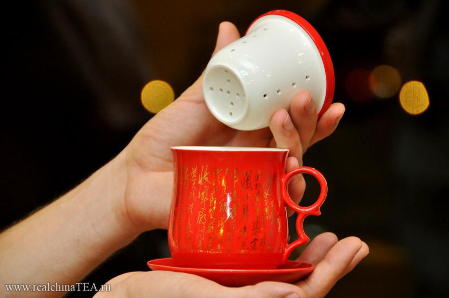 Перфорированный патрон внутри позволяет заваривать чай как методом пролива, так и настаивая его.