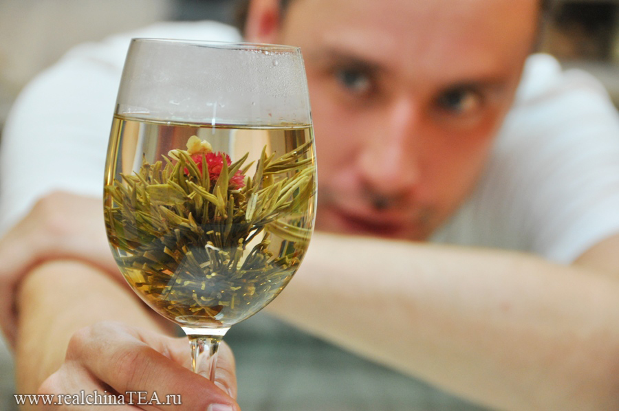 Связанный чай - это удивительно красиво и эротично.