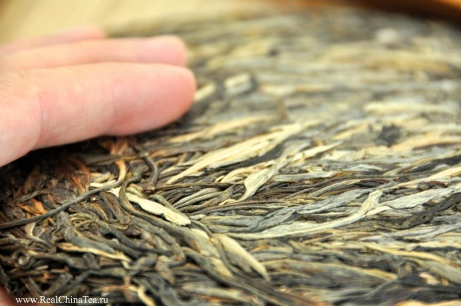 古树把把饼 (Gu Shu BaBa Bing). Вы где-нибудь видели чайный лист такой красоты? Я – нет. ))