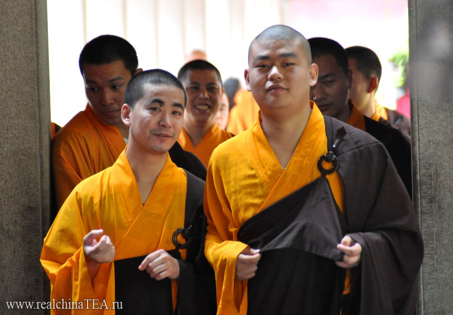 Позитивные тибетские монахи