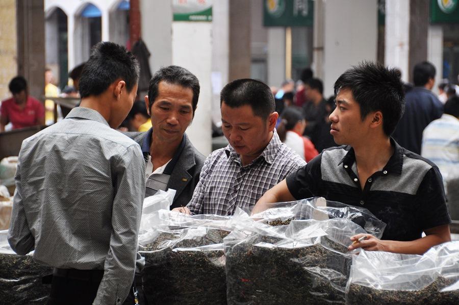 Тегуаньинь Тегуаньинь Тегуаньинь Тегуаньинь - тут один только Тегуаньинь!!  Чайный рынок в Аньси - чайные туры от www.realchinatea.ru