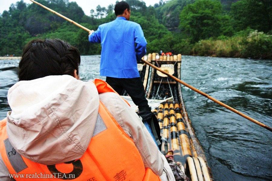 Рафтинг на бамбуковых плотах по реке, наполненной большими рыбинами, через красивейшие места!