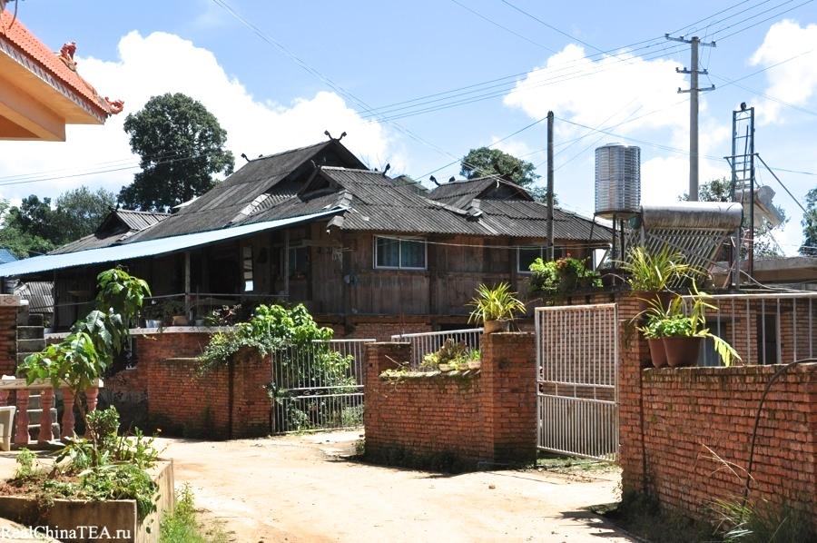 Типичный деревенский дом в стиле местной архитектуры. Лаобаньчжан. www.realchinatea.ru