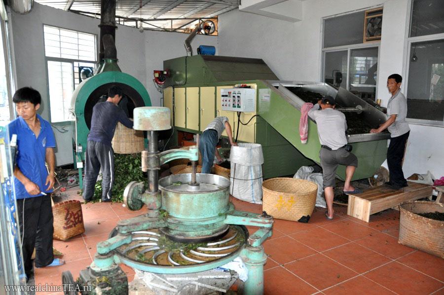 Прожарочная печь, центрифуга и мялка - основное оборудование для производства Уишаньских улунов.