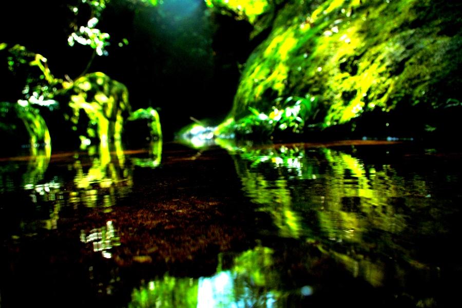 Горный ручей в одном из ущельев Уишаня