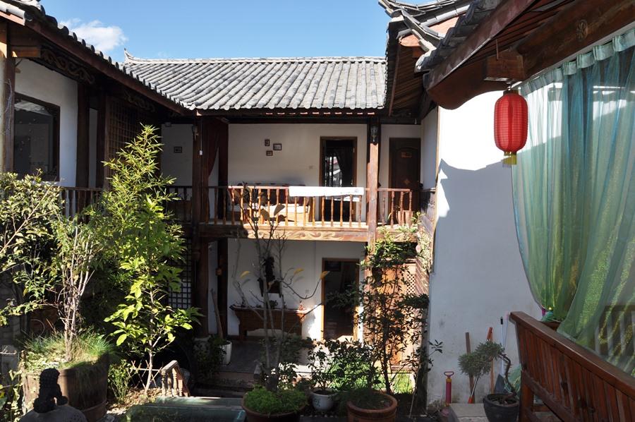 Это внутренний дом отеля, где мы живем. Тут у нас посиделки и чай.