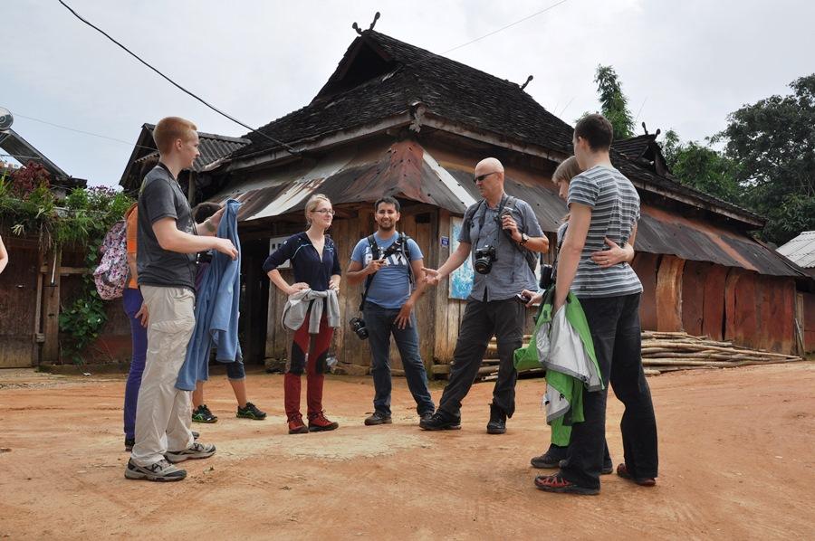 Все. Мы оторвались от цивилизации и уехали в высокогорные чайные деревни.
