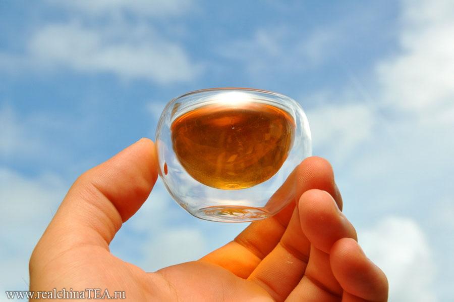 Для того, чтобы получить оптимальный вкус, не передерживайте этот чай. 5-10 секунд - вполне достаточно для первых пяти заварок. Потом - чуть больше. Так будет правильно. Этот Пуэр очень резвый. Он моментально отдает воде свой заряд.