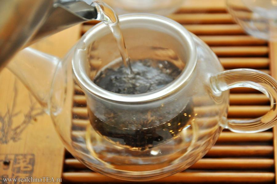 Особенность Гунтин Пуэра в том, что он очень быстро взаимодействует с водой. Такой чай заваривается намного быстрее обычного.