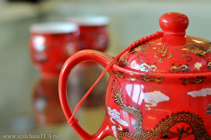 Толстостенный чайник из великолепного китайского фарфора