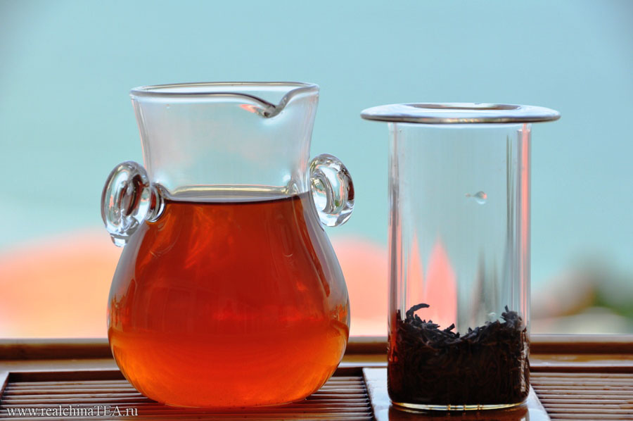 Это позволяет заваривать чай, проливая через него кипяток, но не настаивая его, что соответствует китайской концепции чаепития.