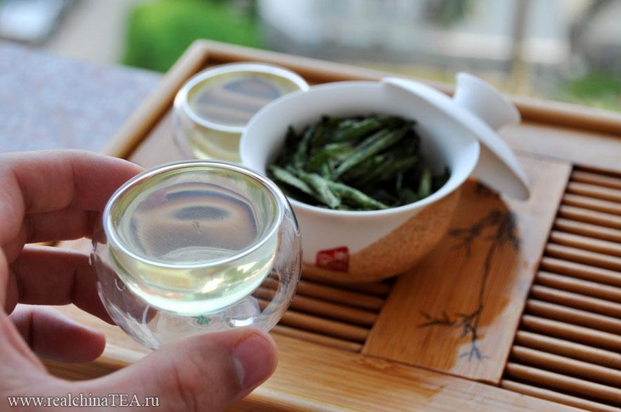 Стевия дает прозрачный, светло-желтый настой с ярко-выраженным слкдким вкусом и легким травянистым ароматом.