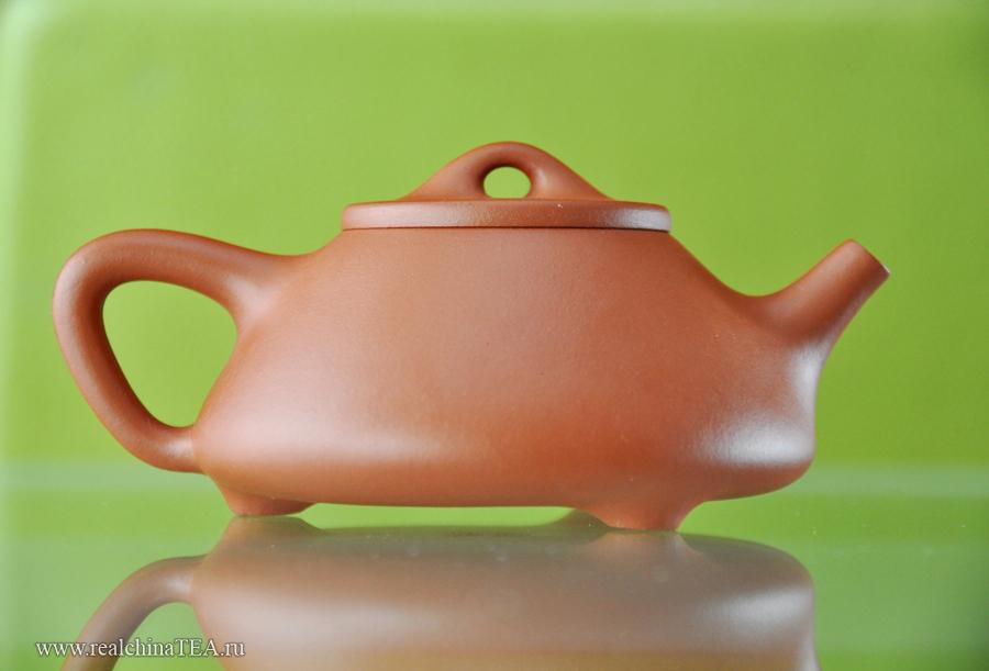 Вид слева. Исинский чайник 子冶石瓢(Zi Ye Shi Piao)