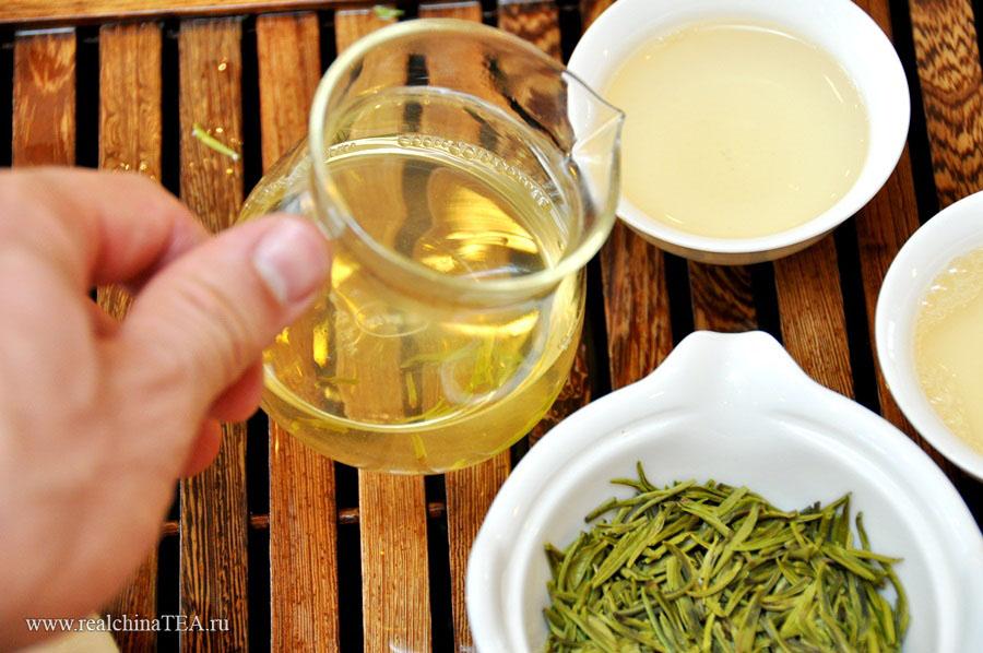Чжуецин - чай невероятно тонкий и нежный. Температура воды при заварке должна быть в пределах 90 градусов.