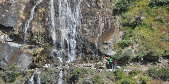 Водопад высотой чертисколько метров. Из него можно пить. Вода холодная и кристально чистая.