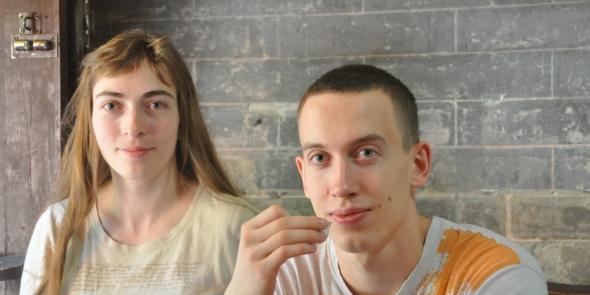 Галина и Леша - наши повторные чайные туристы. Они уже были у нас в Юньнани. Мы называем их молодожены, потому что прошлый тур - это было их свадебное путешествие.