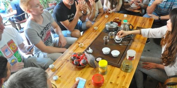 Одно из многочисленных наших чаепитий в китайских деревнях. Тут настоящая RealChina!